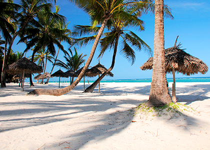 Hvid sandstrand i Mombasa, Kenya
